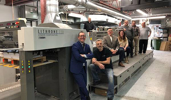 Toutes l'équipe de Imprimerie Domco Cayer avec la nouvelle presse.